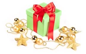 Картинка коробка, подарок, шары, лента, звёздочки, ёлочные украшения