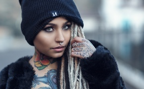 Картинка взгляд, девушка, лицо, стиль, модель, макияж, пирсинг, тату, дреды, шапочка