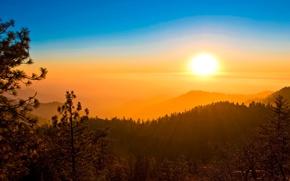 Картинка лес, небо, солнце, закат, горы, дымка