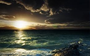 Картинка море, волны, солнце, горы, тучи, блики, камень, залив