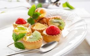Картинка пирожные, киви, сладкое, листочки, тарелка, листья, фрукты, еда, зеленые, ложка, клубника