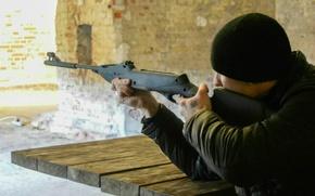 Картинка оружие, стрельба, мужчина