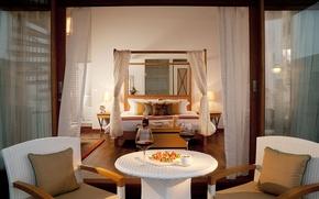 Картинка цветы, стол, вино, красное, подушки, свечи, покрывало, бокалы, кресла, постель, светильник, занавески, баночка, канапе