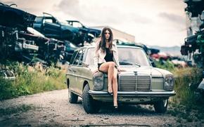 Картинка авто, девушка, ножки, Laura Gra