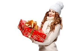 Обои подмигивает, радость, Новый год, шарф, белый фон, шапка, красотка, шатенка, улыбка, ленточка, свитер, девушка, локоны, ...