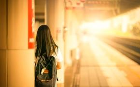 Обои девушка, вокзал, рюкзак, счастливого пути