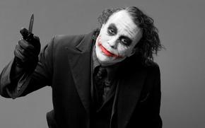 Картинка JOKER, Batman, серый, шрам, фон, улыбка, джокер, фильм, тёмный рыцарь, хит леджер, нож, кровь, леджер, ...
