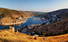 Обои лодки, горы, Балаклава, дома, река, Крым, город