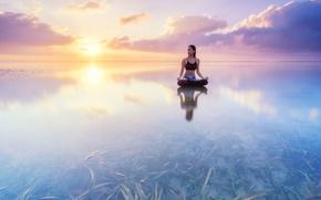 Картинка вода, девушка, водоросли, отражение, восход, океан, рассвет, Бали, Индонезия, йога, асана, поза лотоса, Индийский океан, ...