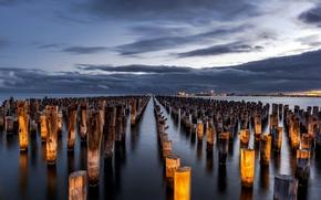 Картинка небо, облака, свет, тучи, город, огни, вечер, Виктория, Австралия, залив, опоры, вдали, Мельбурн