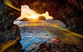 Картинка море, солнце, лучи, пейзаж, закат, камни, скалы, берег, пещера, блик, грот