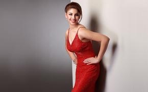 Картинка девушка, лицо, улыбка, актриса, прическа, красное платье, красные губы, richa gangopadhyay