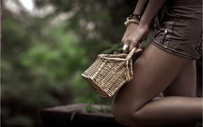 Картинка девушка, шорты, корзинка