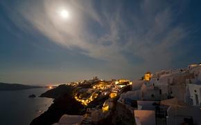 Картинка город, греция, море, луна, огни, ночь, санторини, небо, облака