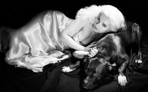 Картинка фото, собака, платье, актриса, прическа, блондинка, черно-белое, журнал, фотосессия, позирует, лёжа, Prestige, Эбигейл Бреслин, Abigail ...