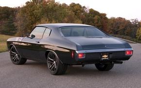 Картинка дорога, деревья, чёрный, тюнинг, Chevrolet, шевроле, мускул кар, классика, вид сзади, tuning, 1970, Chevelle, Muscle …