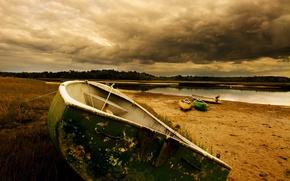 Обои песок, тучи, река, лодка