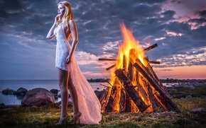 Картинка девушка, берег, костёр, Ocean Shore Fantasy