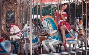 Картинка девушка, улыбка, модель, кони, платье, туфли, каблуки, light, карусель, summer, шатенка, зеркала, happy, Anna, beauty, …