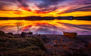 Картинка осень, небо, облака, закат, озеро, отражение, камни, берег, лодка, октябрь, Швеция, Sweden