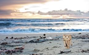 Обои игрушка, данбо, фигурка, пляж, песок, водоросли, danbo, закат
