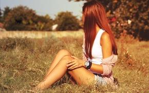 Картинка поле, трава, девушка, часы, сидит, браслеты
