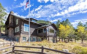 Обои флаг, опушка, Aspen, склон, горы, солнце, осень, облака, лес, Colorado, деревья, забор, дом, небо, трава, ...