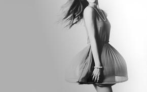 Картинка девушка, платье, бусы, черно-белое, браслет