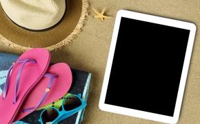 Обои шляпа, очки, accessories, vacation, отдых, sun, beach, пляж, планшет, sand, каникулы, summer, лето, сланцы