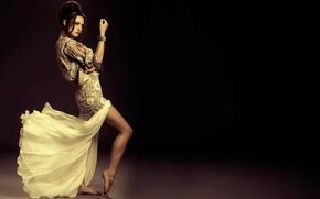 Обои Phoebe Tonkin, танец, ножки