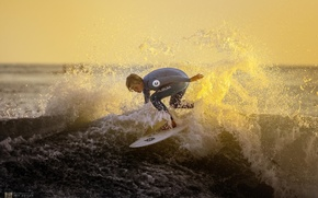 Картинка закат, брызги, океан, спорт, волна, спортсмен, серфинг, момент
