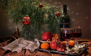 Картинка вино, игрушки, бутылка, бокалы, сосна, гранат, мандарин