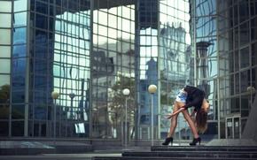 Картинка девушка, город, шорты, изгиб, туфли, перелом, Samantha Ay