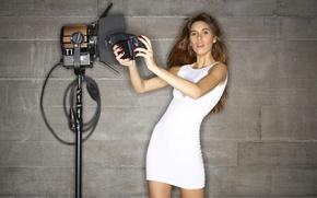 Картинка девушка, стена, фотоаппарат, girl, Victoria