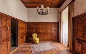 Картинка комната, дерево, ковер, кресло, двери, люстра, занавески, солнечный свет