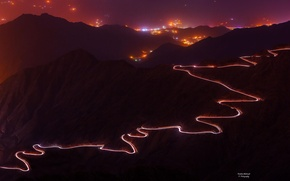 Картинка дорога, горы, ночь, огни, зарево, серпантин