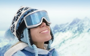 Обои гора, настроения, снег, девушка, зима, улыбка