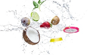 Обои вода, капли, брызги, апельсин, кокос, киви, клубника, листик, лайм, цитрусы, дольки, инжир
