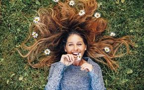 Картинка girl, grass, smile, flowers, hair