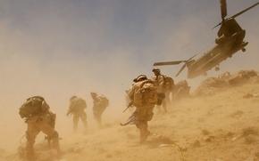 Картинка ветер, пыль, вертолет, солдаты, Афганистан
