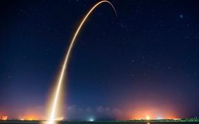 Обои свет, ночь, след, вечер, ракеты, запуск