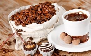 Картинка стол, шоколад, конфеты, чашка, кофейные зёрна, блюдце, мешочек