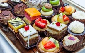 Обои ассорти, пирожные, киви, десерт, сладкое, глазурь, ягоды, орехи, фрукты, крем, шоколад, клубника