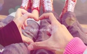 он, она, сидят, макро, руки, сердце, день, ноги, кеды, Love, настроение, руки любви, пара, влюбленные обои