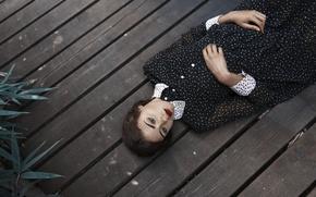 Обои лежит, доски, девушка, пол, фигура, платье