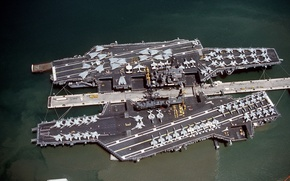 Картинка оружие, корабли, док, USS MIDWAY (CV-41), USS INDEPENDENCE (CV-62)