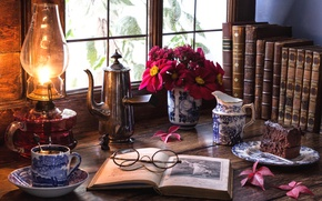 Картинка чай, лампа, букет, окно, очки, торт, книга, натюрморт, молочник