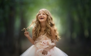 Обои платье, фон, настроение, смех, беззубая, локоны, девочка