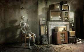 Картинка комната, стул, скелет, радиоприёмники