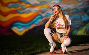Картинка лето, девушка, лицо, стиль, сладость, ролики, очки, ножки, конфета